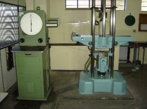 Prensa universal para ensaios com carga até 600kN