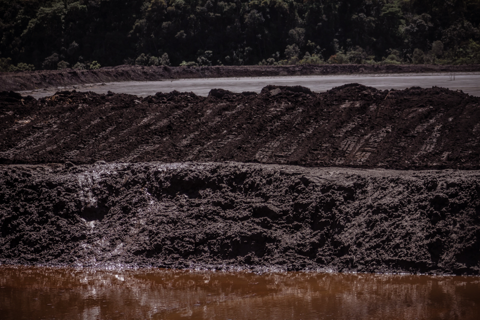 Técnica de alteamento a montante usada nas barragens deve ser repensada no Brasil (Foto: Maria Otávia Rezende)